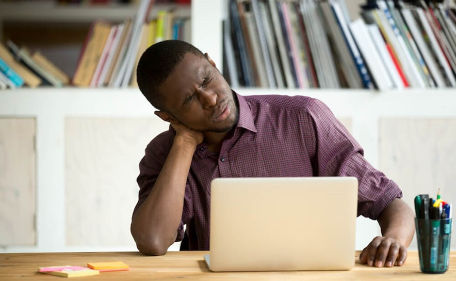 2 Common At-Work Postures That Lead to Musculoskeletal Problems (And Why)