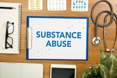 What qualifications are needed to become a Substance Abuse Professional (SAP)?