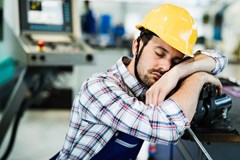 What are some of the key symptoms of sleep apnea that tend to present in the workplace?